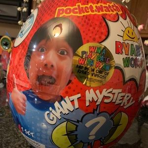 RYAN'S WORLD GOLDEN GIANT MYSTERY EGG EXCLUSIVE